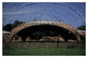 Sentada En El Arco by eldiletantedigital