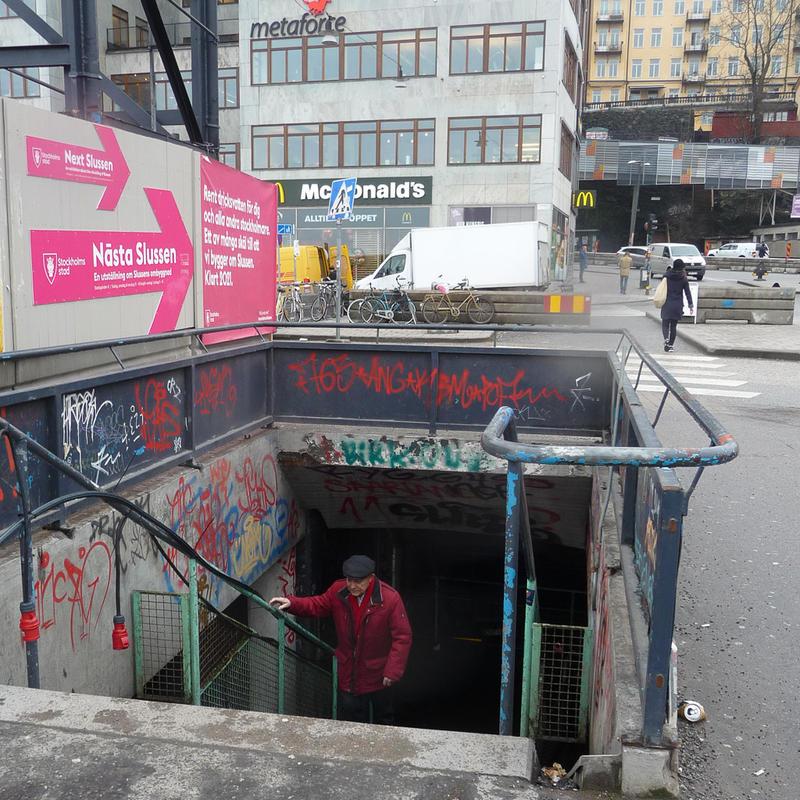 Red in Stockholm 3 by birgzett