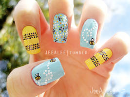 Bumble Bee Nails by jeealee