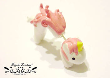 Pink unicorn earring by Initta