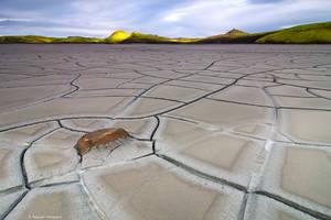 Cracks by Aphantopus