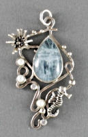 Silver seahorse pendant with aquamarine and pearls