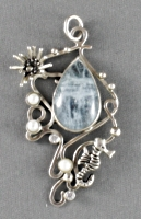 Silver seahorse pendant with aquamarine and pearls by nataliakhon