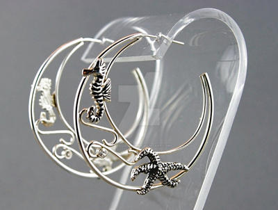 Seahorse and starfish silver hoop earrings by nataliakhon