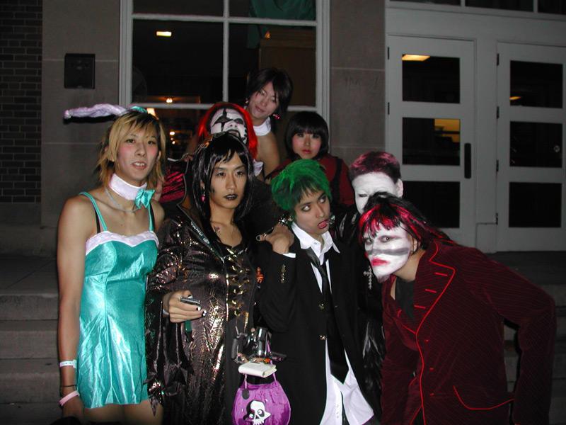 http://fc04.deviantart.com/fs8/i/2005/306/7/1/Japanese_Guys_Be_Strange_by_soontarcerulien.jpg