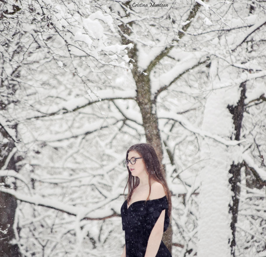 Snow White by CristinaMuntean