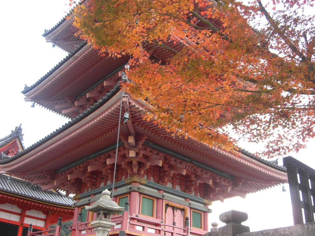 Kiyomizu Dera Temple by blindbutblink