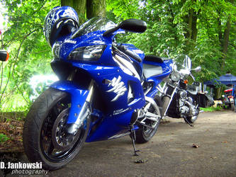 Yamaha YZF R1 by jun-gtr