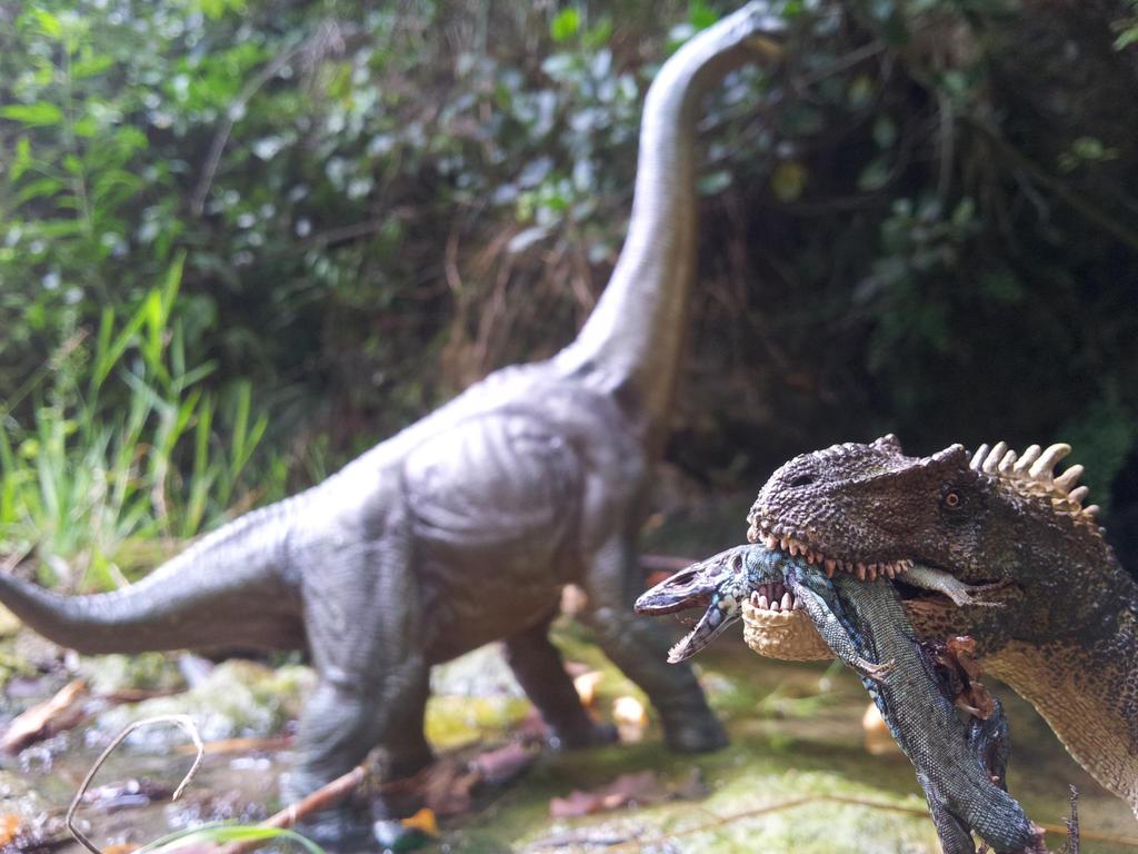 Atercurisaurus Papo Allosaurus scavenging in