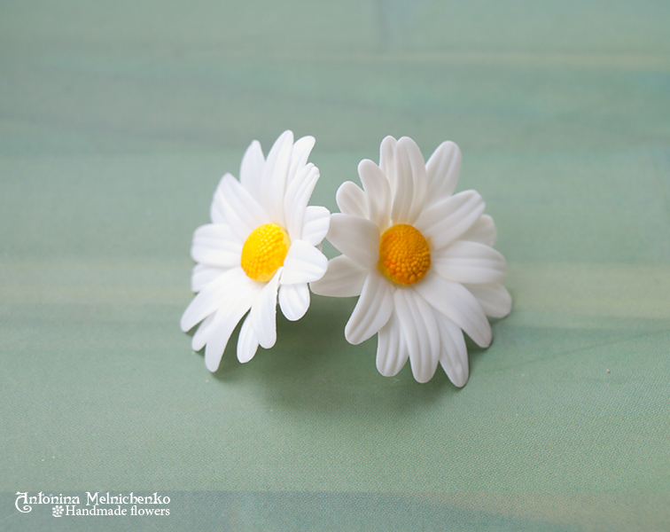 Earrings 'Camomile' - Polymer Clay Flowers by Vakhara