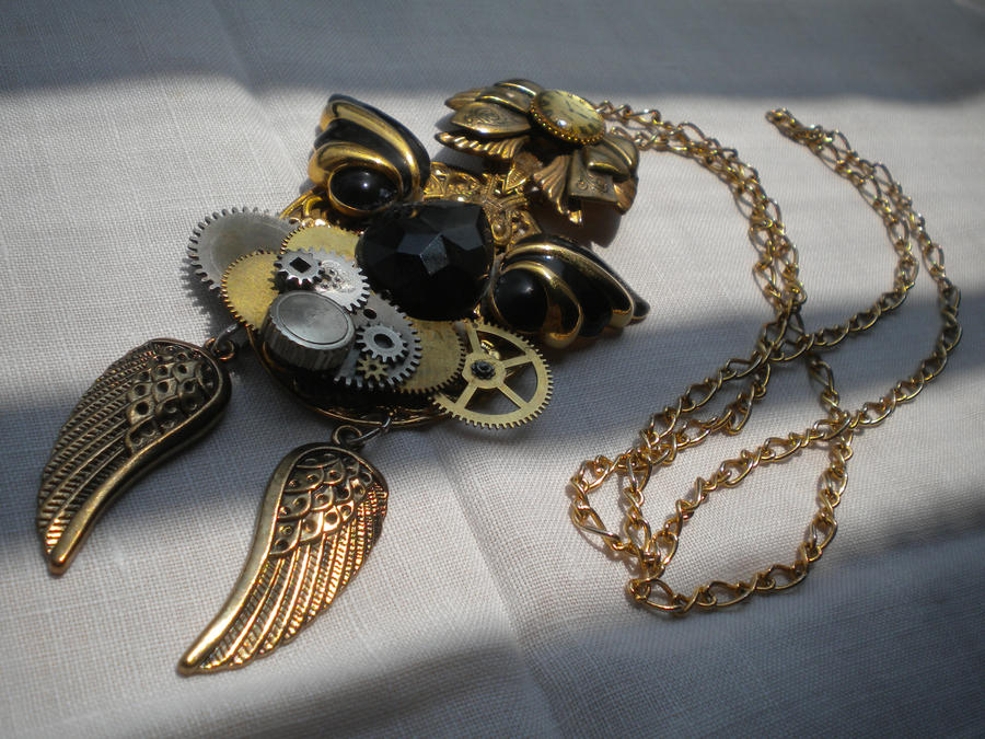 it clockwork infernal the at she tessas charms necklace her from protects moonfire all death a times s devices angel with clockworkangelnecklace and tessa wears