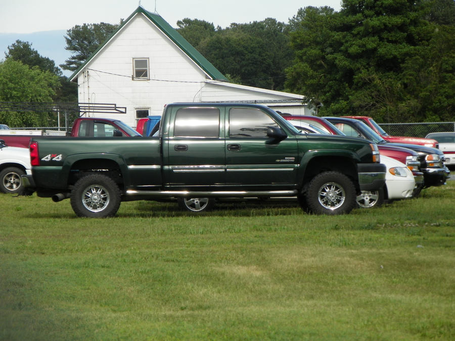 Green Chevy Silverado 2500HD by jasondoggy101 on DeviantArt