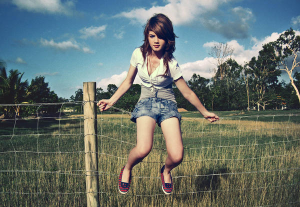 Wire Fencing XxX by Pretty As A Picture - Ye�illik olsun