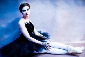Black Swan - A Swan is Born by gwiishie