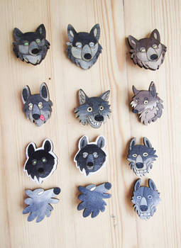 Fool woofs   Stupid wolves   funny wolf wooden pin