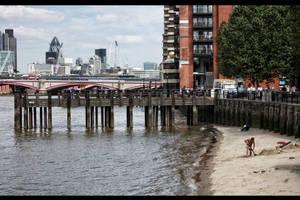 London Beach by d3lf