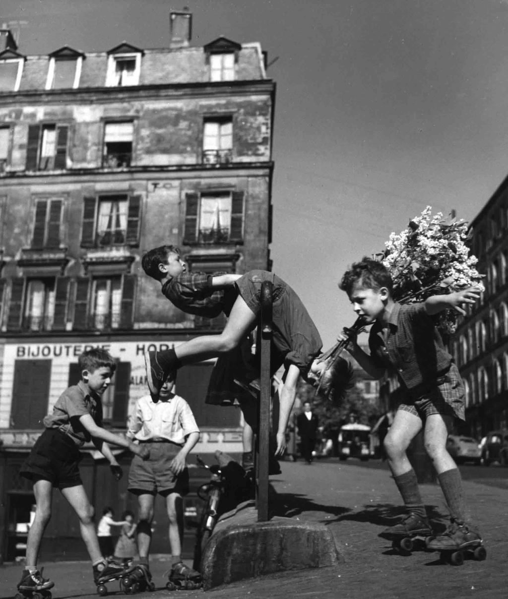 Robert Doisneau  Enfants Annees 1950-323-1 by hosagu