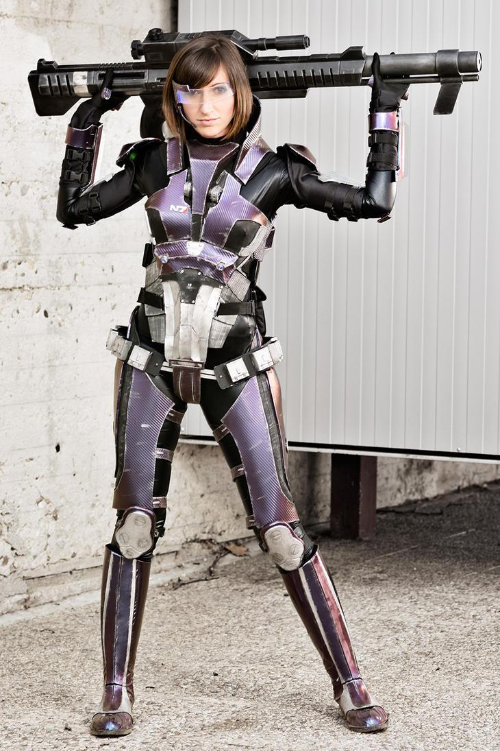 Commander Shepard cosplay by Nebulaluben