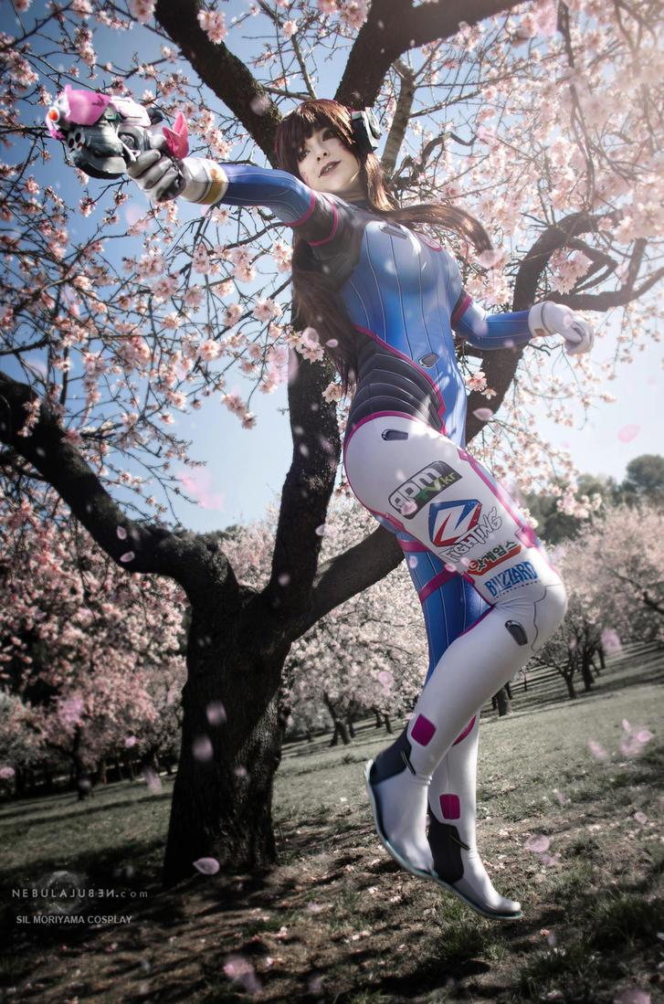 D.Va cosplay by Nebulaluben