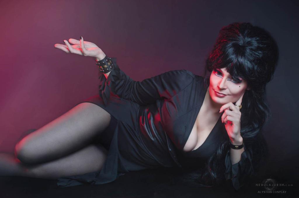 Elvira cosplay by Nebulaluben