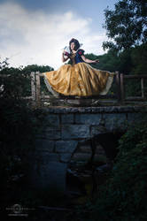 Snow White cosplay by Nebulaluben