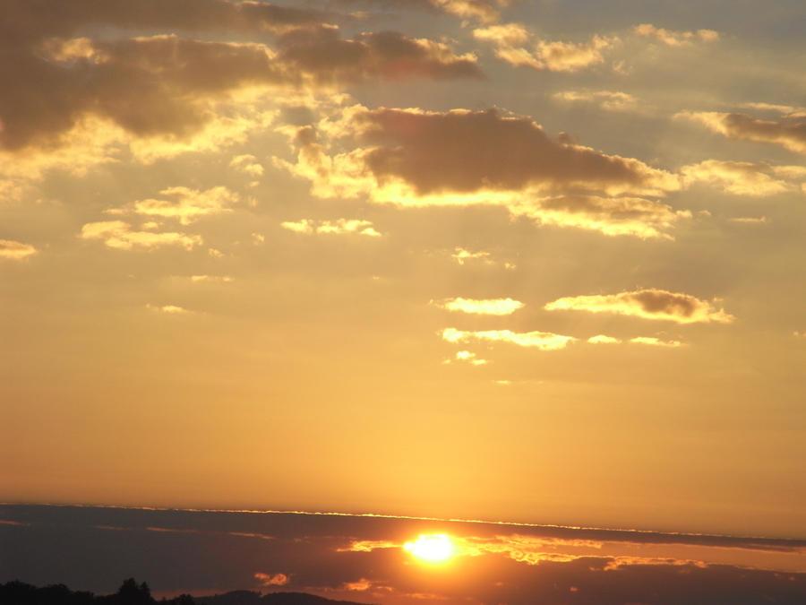Zalazak sunca-Nebo - Page 2 New_Day_8_by_xXseadragonXx
