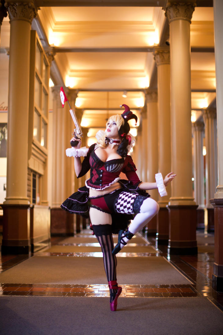 Victorian Harley Quinn en pointe by Lisa-Lou-Who