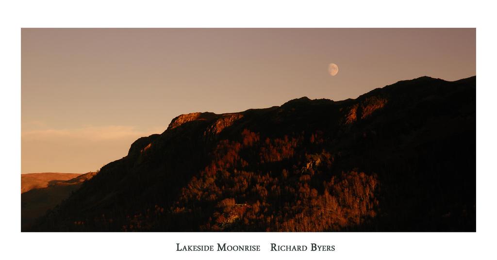 Lakeside Moonrise by richsabre