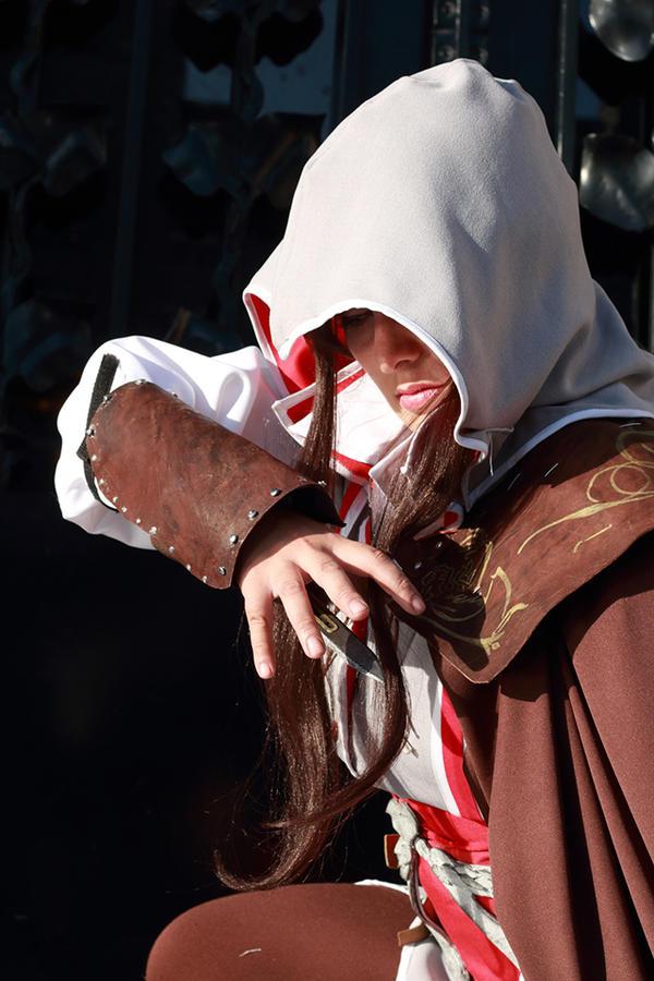 Ezio Hidden blade attack by AlexielDeath10
