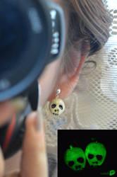 Skull earrings by trollwaffle