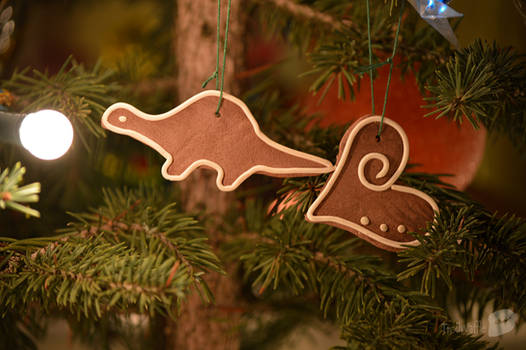Gingerbread Dino and Heart (Polymer clay)