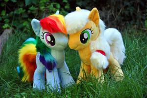 Applejack and Rainbow Dash plushies by Sethaa