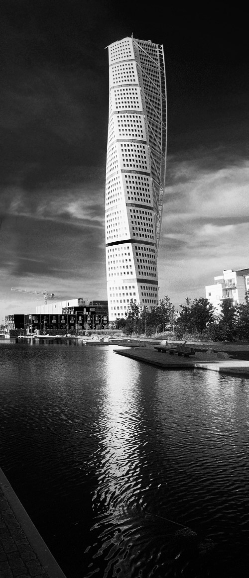 Turning Torso BW by MasterGnu