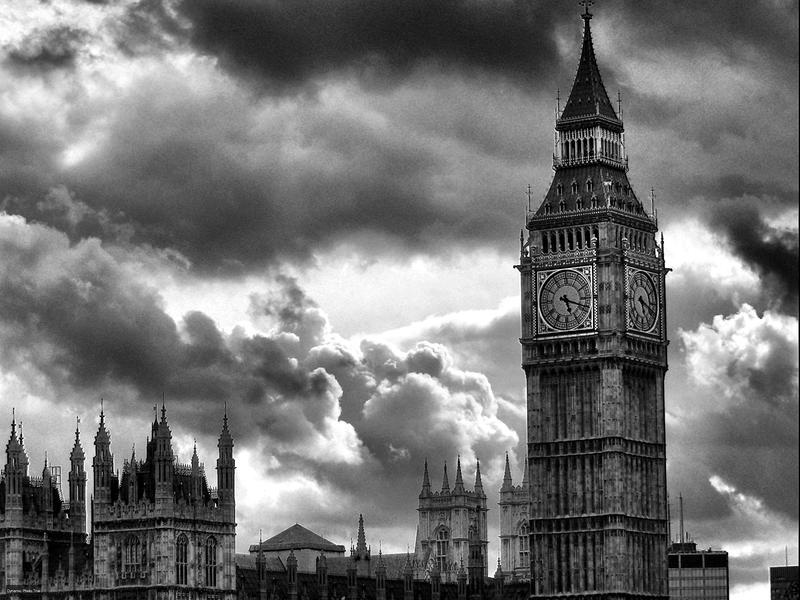 Big Ben and the sky by paweldomaradzki