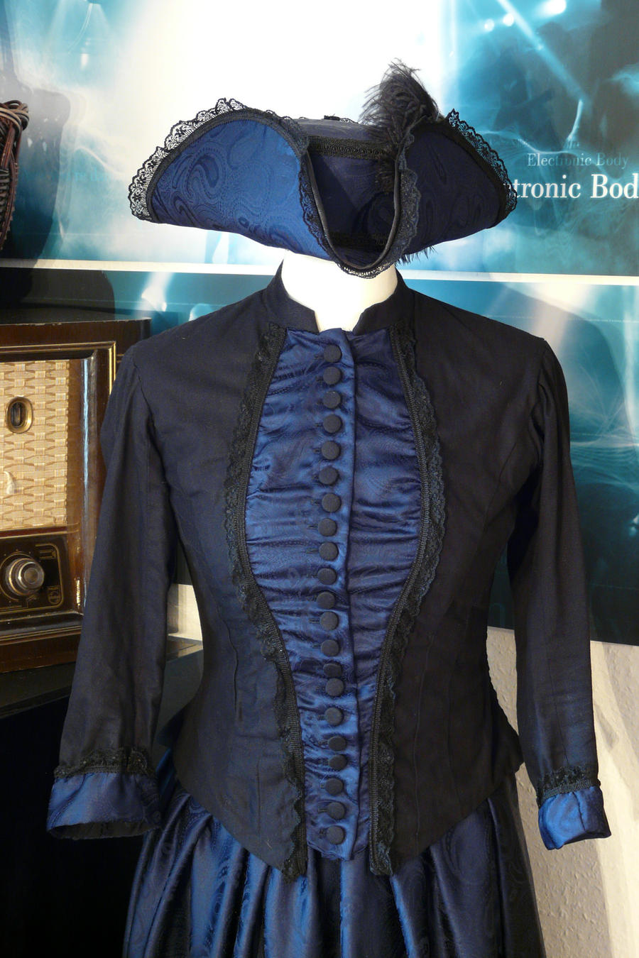 Tricorne and Victorian dress - Closeup by Eisfluegel