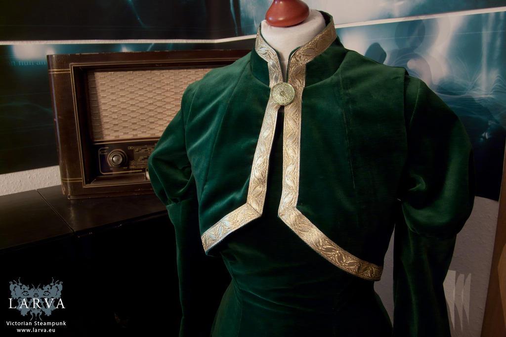 Leah's dress detail (Loki and Leah cosplay) by Eisfluegel