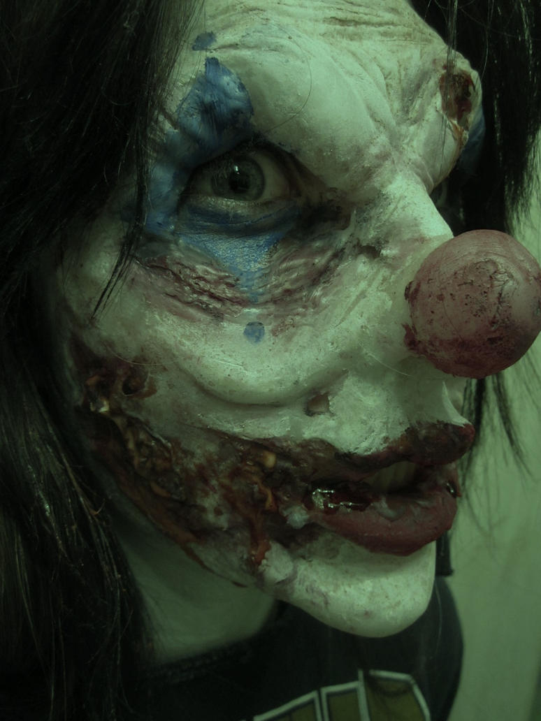 http://th09.deviantart.net/fs70/PRE/i/2011/072/e/c/evil_clown_prosthetic_by_locknload546-d3bl47w.jpg