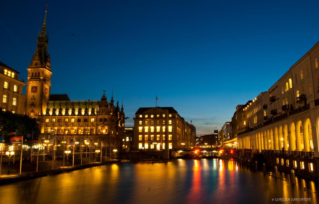 Hamburg Rathaus by rockmylife
