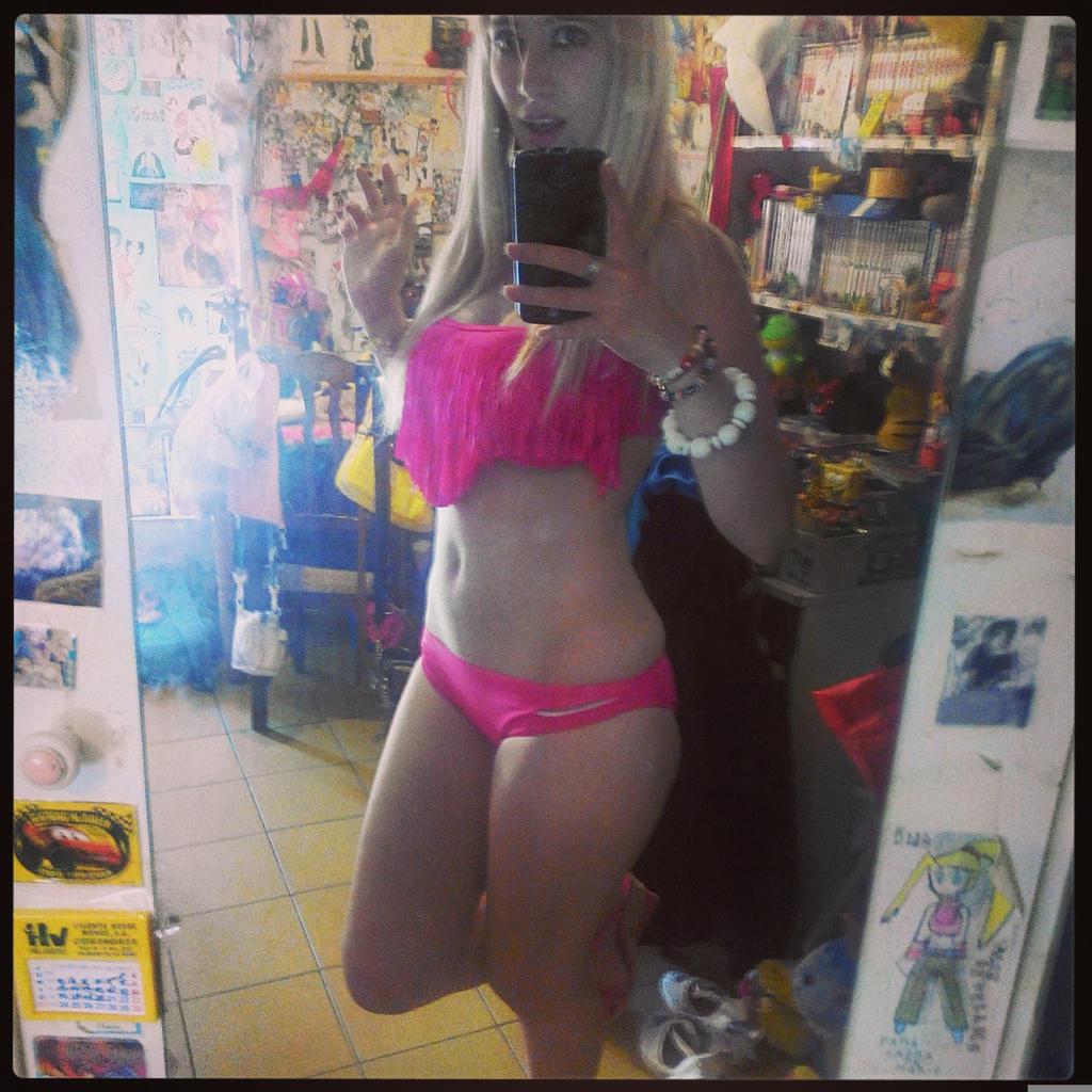 Bikini pink by LuffySwan