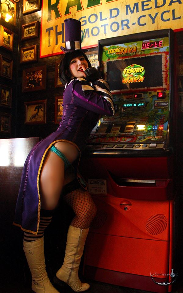 You Play? Moxxi by LuffySwan