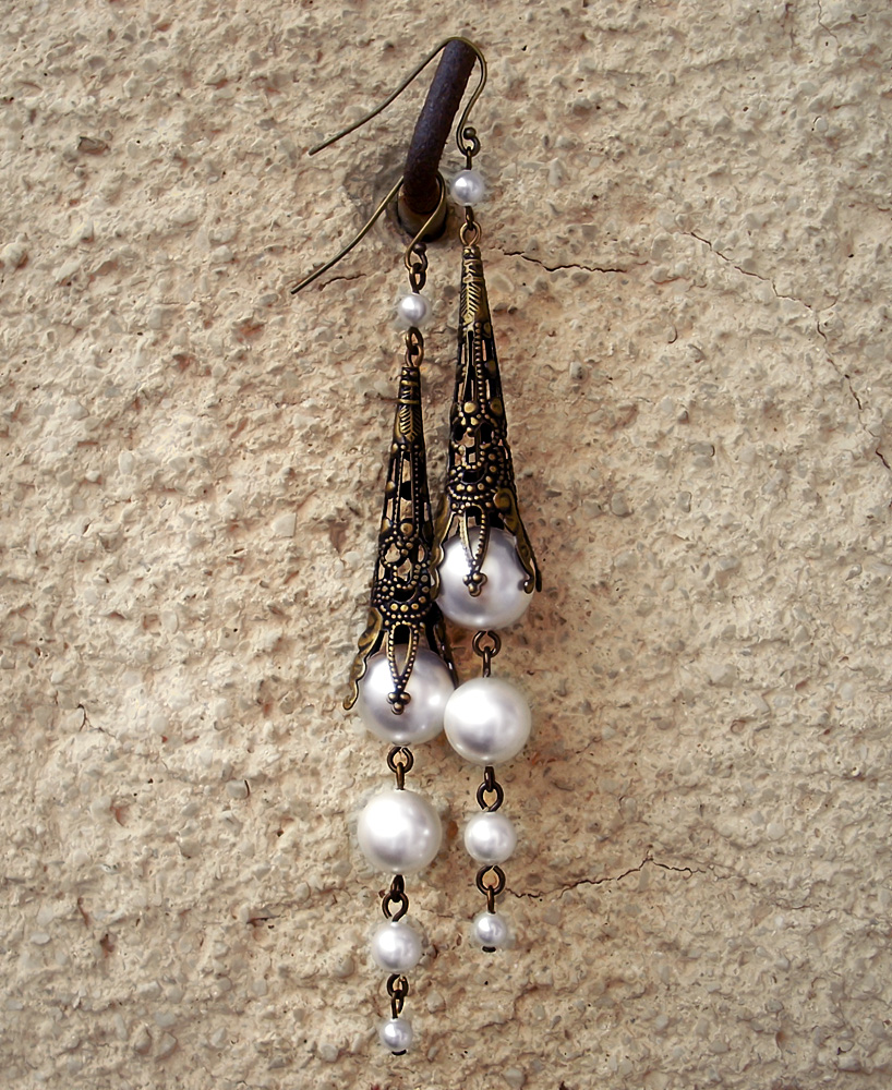 Pearly Dangling Earrings by Aranwen