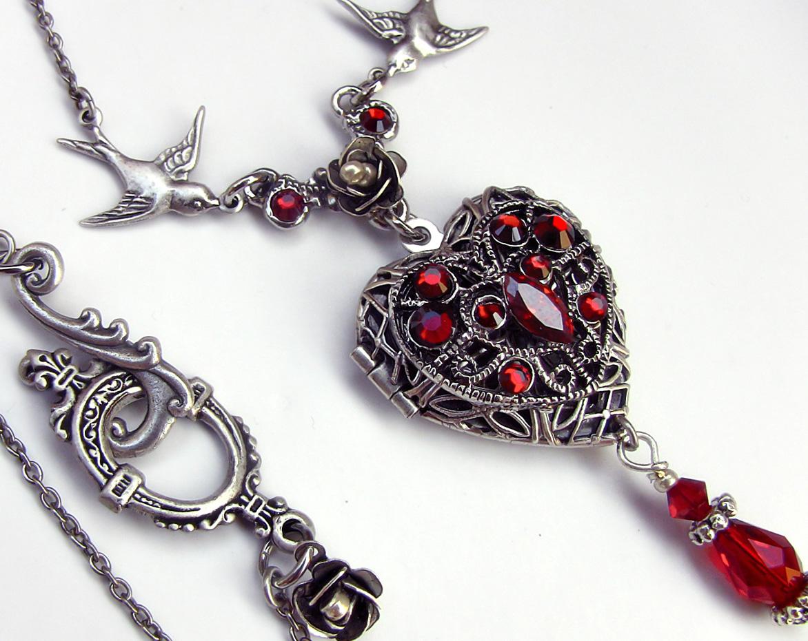 Red Heart Locket 1 by Aranwen