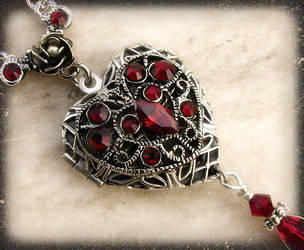 Red Heart Locket 2 by Aranwen