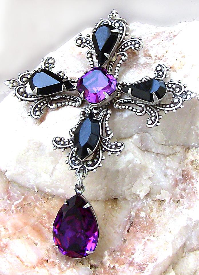 Gothic Crystal Cross by Aranwen