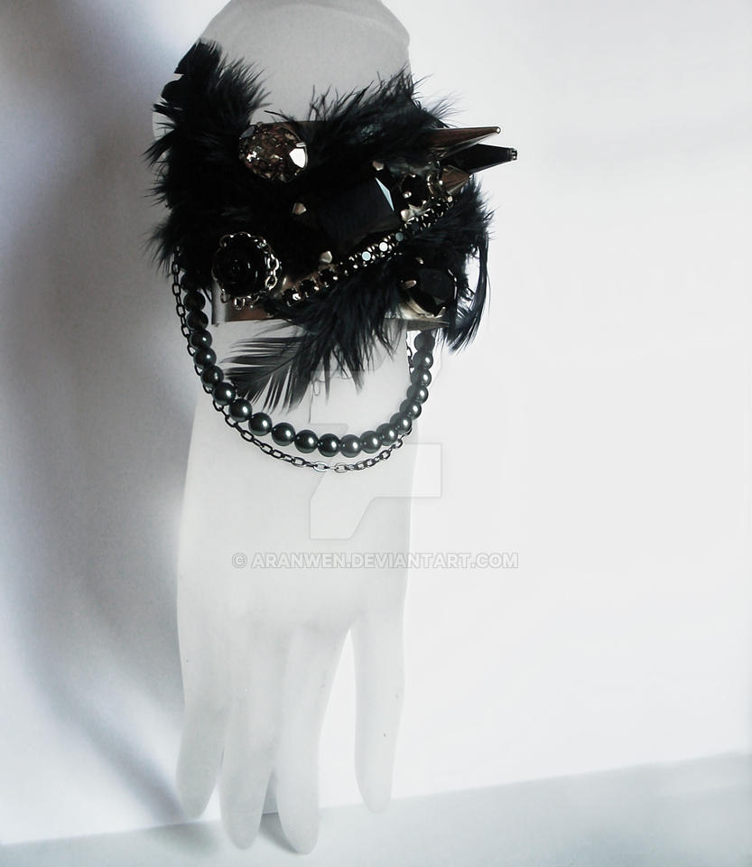 Black feathers gothic bracelet by Aranwen