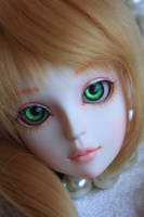 Bee-A Faceup by chibi-lilie