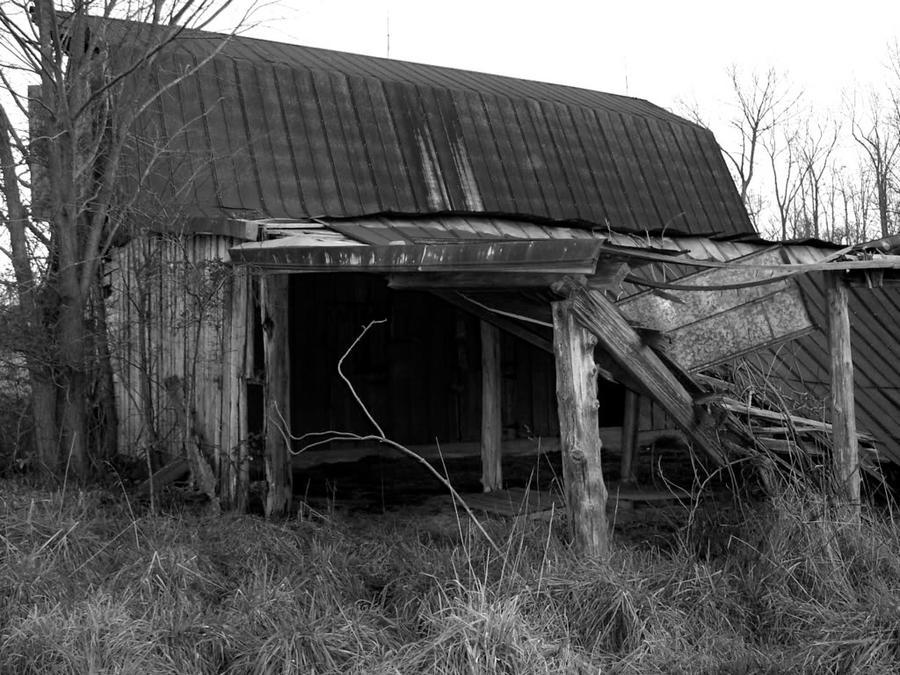 Old Barn by dementeddiva23