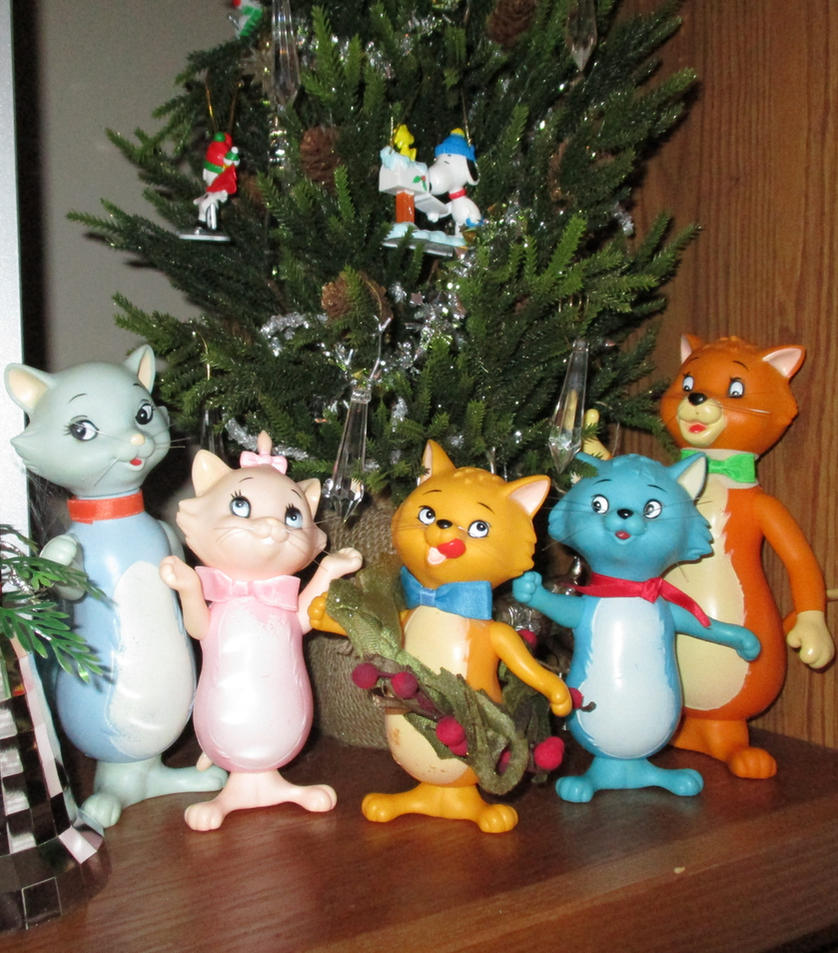 Merry Christmas from Aristocats by RakikoHime