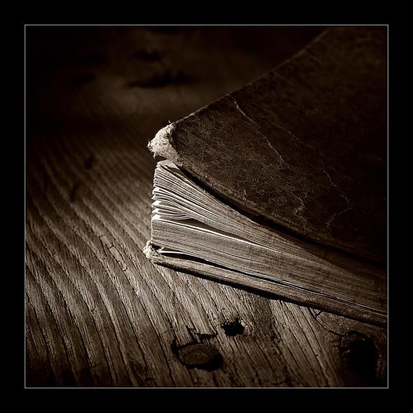 قصة اليوم موضوع متجدد يوميا قصة قصيرة وجديدة Book_Story1_by_Azram