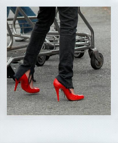 the red shoes by wasting time88 - K�rm�z�l� avatarLar ..